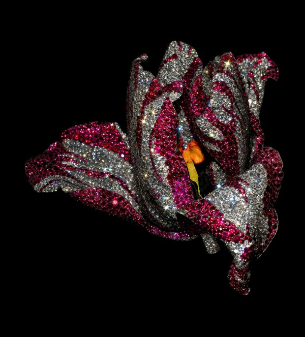 JAR Tulip Brooch, 2008. Made of rubies, diamonds, pink sapphires, garnets, silver, gold, and enamel. Courtesy of JAR, Paris.